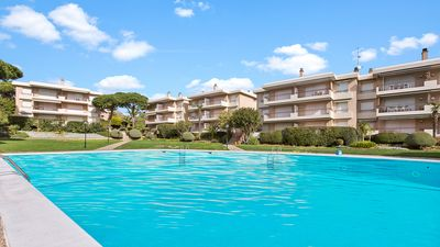 Photo for 3 bedroom Apartment, sleeps 6 with Pool, Air Con, WiFi and Walk to Beach & Shops