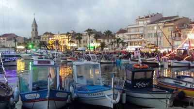 Photo for T3 redone 100m from the beach, and 400m from the port Sanary (Var)