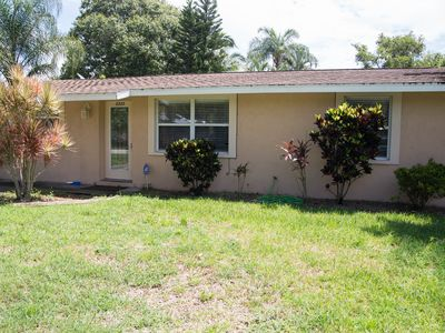 Photo for Beautiful 3 bedroom 2 bathroom home fenced in, 10 min from Siesta Key Beach