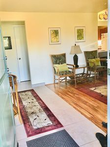 Large bright entry, new tile, koa flooring welcome you to your vacation.