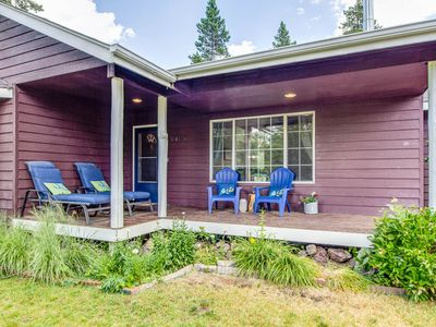Dog Friendly on 1 acre, Family Friendly, Walk to River, Remodeled in March!!