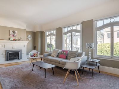 Photo for Centrally Located, Stylish Edwardian Flat Near The Painted Ladies