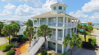 A Pool, Boatslip, Private Pier & 1 minute to the Beach!