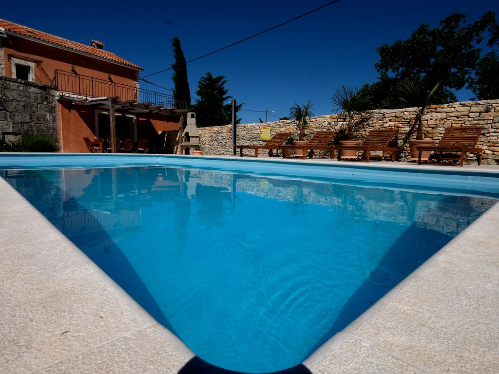 stylish villa with swimming pool and barbecue free wi fi