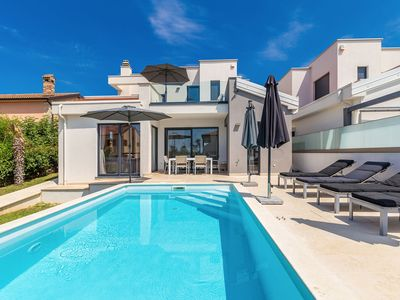 Photo for Wonderful villa with private swimming pool and great terrace !
