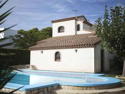 Photo for Stunning private villa for 8 people with private pool, TV, pets allowed and parking