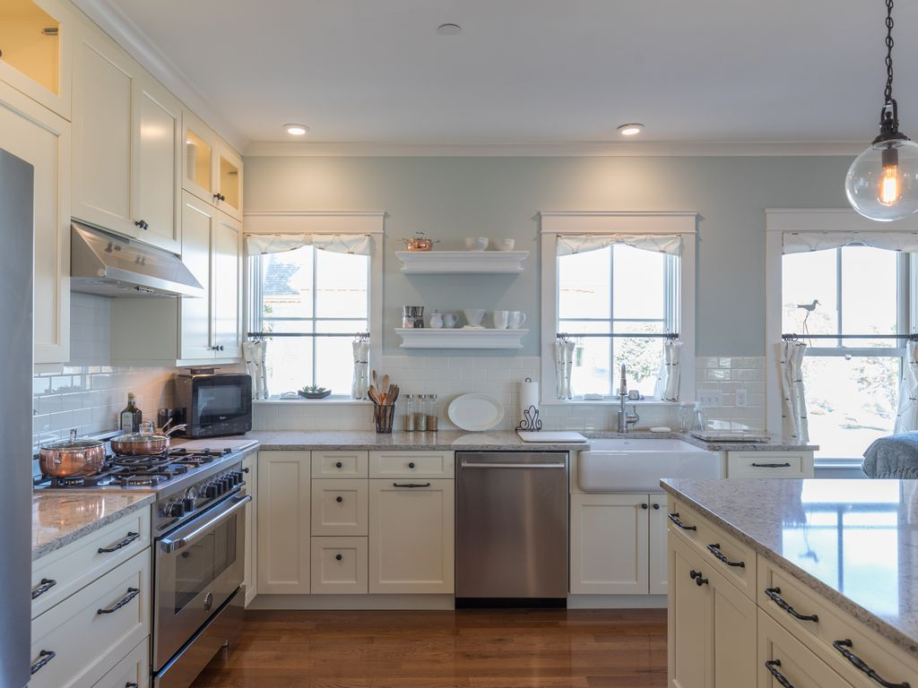 Property Image#4 Beautiful 2 Bed 3 Bath, Stunning Views Of Casco Bay And