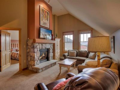 Photo for Gorgeous Top Floor Mountain Retreat, Walk to the Lifts!