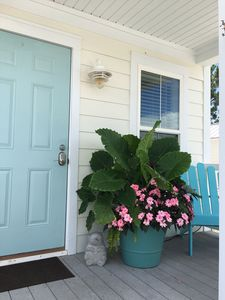 Surf Shack - Front porch for relaxing