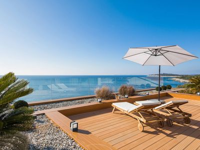 Photo for This 5-bedroom villa for up to 10 guests is located in Primosten and has a private swimming pool, ai