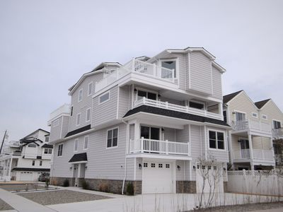 SOUTH, BAYFRONT TOWNHOME, LOTS OF AMENITIES INCLUDING INTERNET, CABLE, TV, CENTRAL AIR