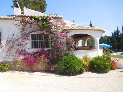 Photo for Quiet 3-bedroom villa that sleeps 6, on a large plot, no direct neighbours