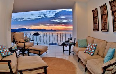 Photo for Magnificent Ocean View Condo in Flamingo Beach