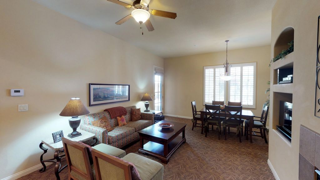 An Upstairs One Bedroom Legacy Villa with a Fountain View - La Quinta