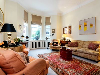Photo for Unbeatable location in Kensington! Classy home for 2 people (Veeve)