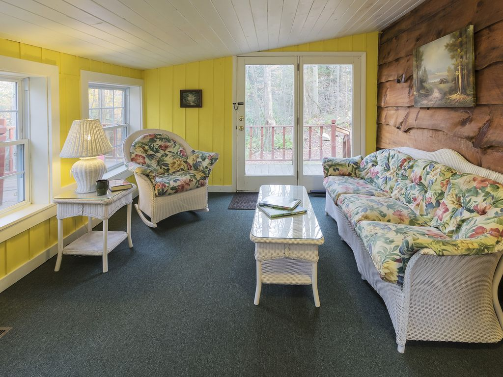 Charming Mountain Cottage: Minutes To Resorts