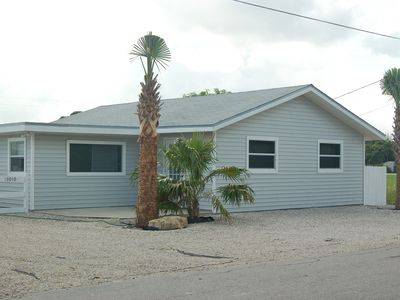 Tortuga Cottage - plenty of parking in rock yard