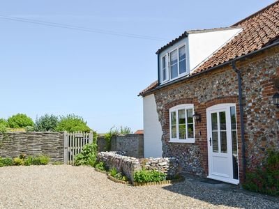 Photo for 2 bedroom property in Wells-next-the-Sea. Pet friendly.