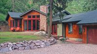 Beautiful cabin, with a lots to do around it..Great location