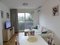 Clean, modern apartment in a good location near to the old town and the sea front. Not much of a