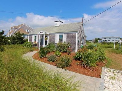 Charming Cottage, Steps From Craigville Beach
