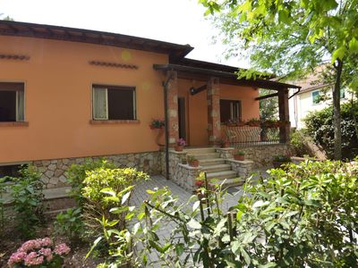 Photo for Beautiful private villa with private pool, WIFI, TV, veranda, pets allowed, parking, close to Lucca