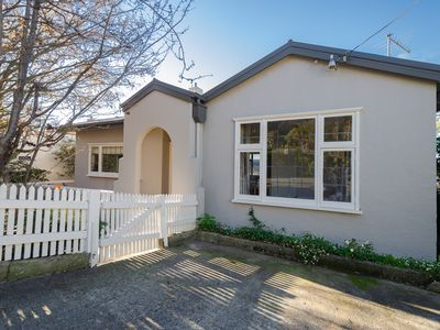 Photo for Hillside Haven - 5 mins from CBD