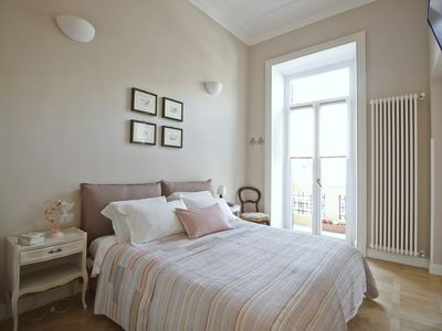 Photo for Bright and Beautiful Suite located in Trastevere