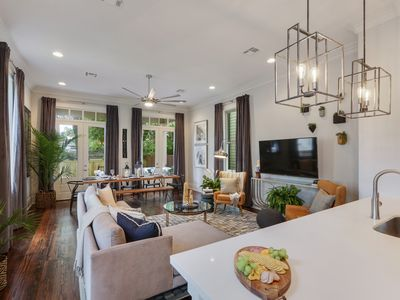 Photo for Stayloom's Tasteful & Trendy Luxury Home | Near FQ