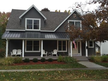 Beautiful Family Home 2 Blocks from South Beach and Park, 10 Min Walk to Town
