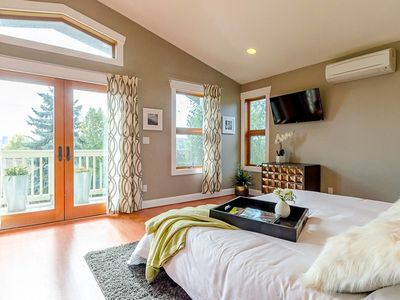 Photo for Ultra Luxurious Seattle 6-BR w Views - Sleeps 16!