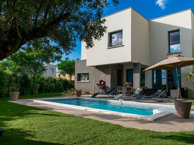 Photo for Villa des Arts, 100 meters from the sea, swimming pool, Wifi, air conditioning and 6 bikes