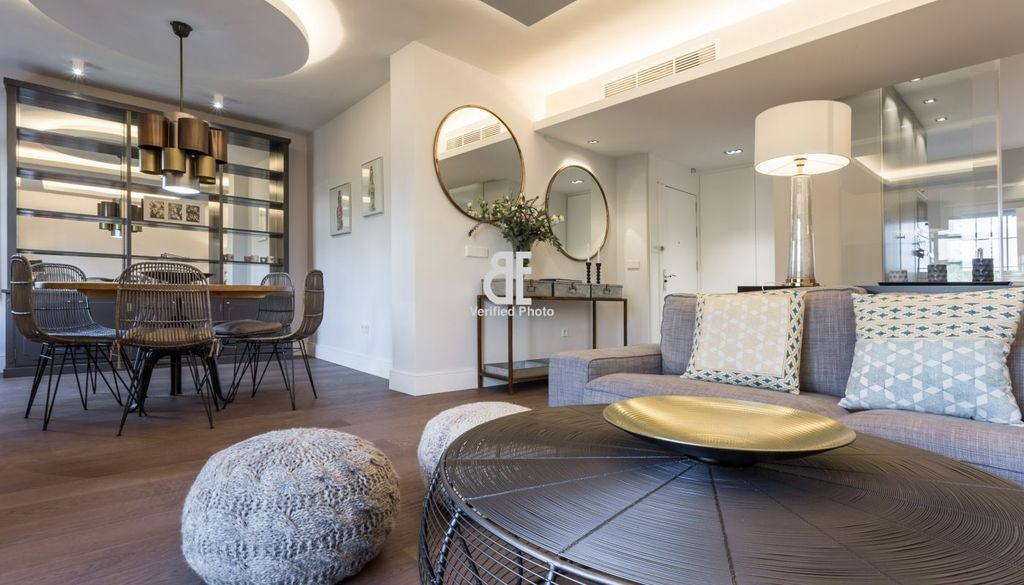 Be apartment Elegant and modern apartment with classic ...