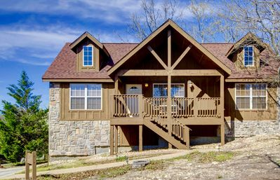 Photo for Beautiful cabin close to Silver Dollar City