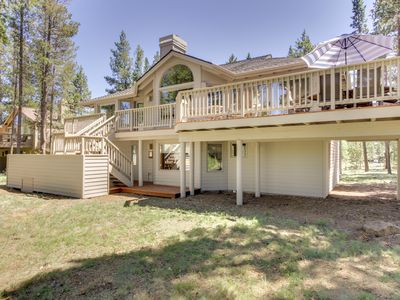Photo for Family-friendly house w/private hot tub, SHARC passes/pool access, close to ski!