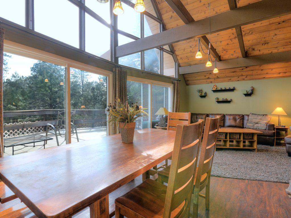 Beautiful cabin just 2 hours from phoenix vrbo for Az cabin rentals with hot tub