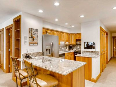 Photo for Luxury Vail One Bedroom Condo. Steps to Lift, Hot Tub, Pool, Sleeps 4.