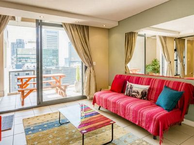 Photo for Modern 1 bedroom self catering apartment in the heart of Cape Town