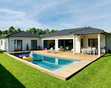 Photo for Superb air-conditioned Villa & heated swimming pool between land and sea.