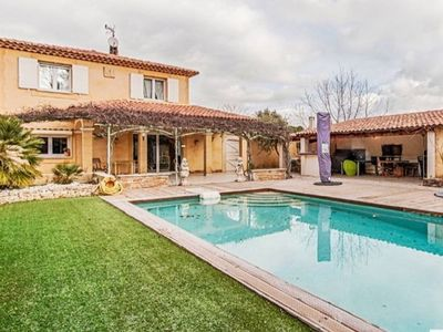 Photo for Villa with swimming pool North of Aix en Provence