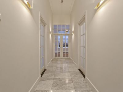 Photo for Exclusive apartment 170m2 Old-South