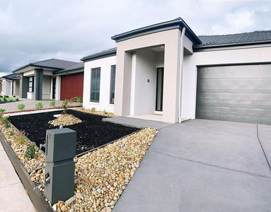 Photo for 4Bed 2Bath Cozy Guesthouse in Tarneit