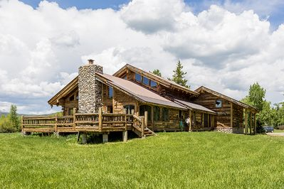 Location - Located less than 30 minutes from downtown Steamboat Springs, yet private