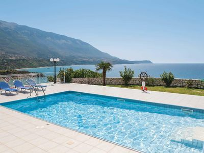 Photo for Villa w/pool & free Wi-Fi, within walking distance to restaurants & the beach