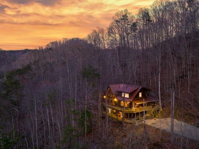 Photo for Luxurious Cabin Across From The Red River Gorge, In The Natural Bridge Area