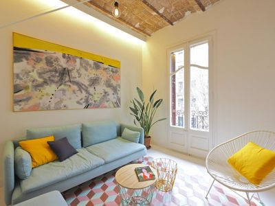 Photo for Comte Bright apartment in Eixample Esquerra with WiFi, integrated air conditioning, balcony & lift.