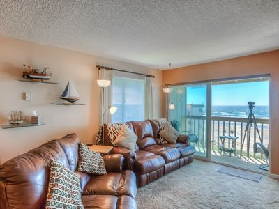 Annie's Ocean Blessing  w/ pool and hot tub.  Leather recliners, and Ocean views