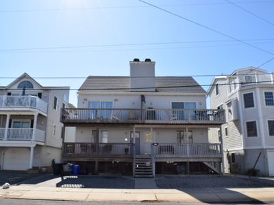Photo for Beautiful beachblock home. 4th house from beach! Direct access to Promenade. Upside down style twin.