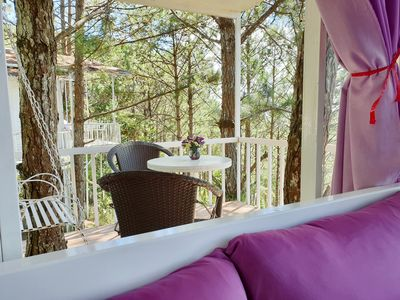 Photo for Romantic Treehouse Queen Bed, Balcony