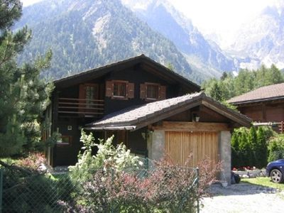 Photo for Comfortable chalet in an idyllic area. Fenced garden. Dogs accepted.